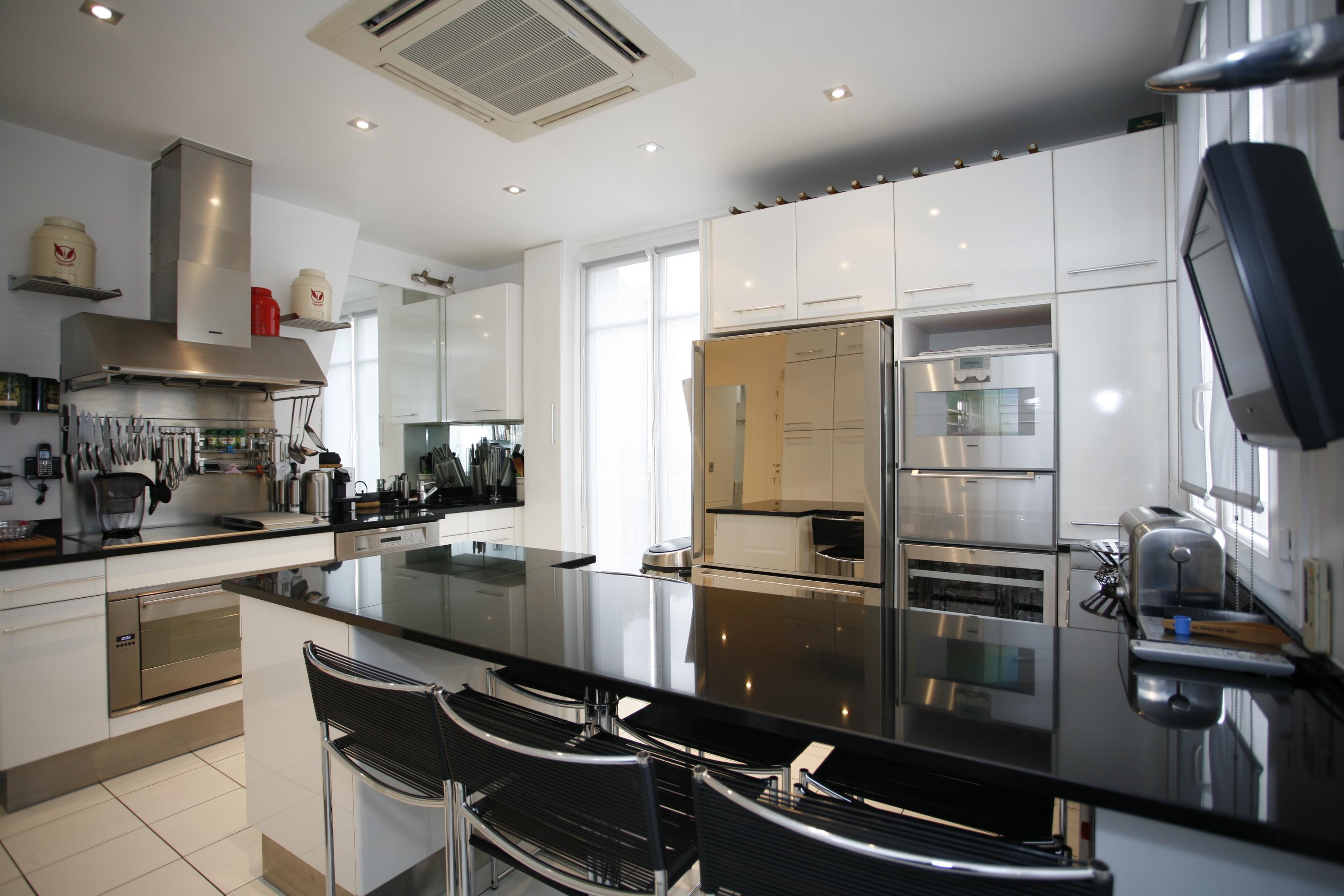 Appartements paris d couvrez 10 cuisines dignes des - Belles cuisines traditionnelles ...