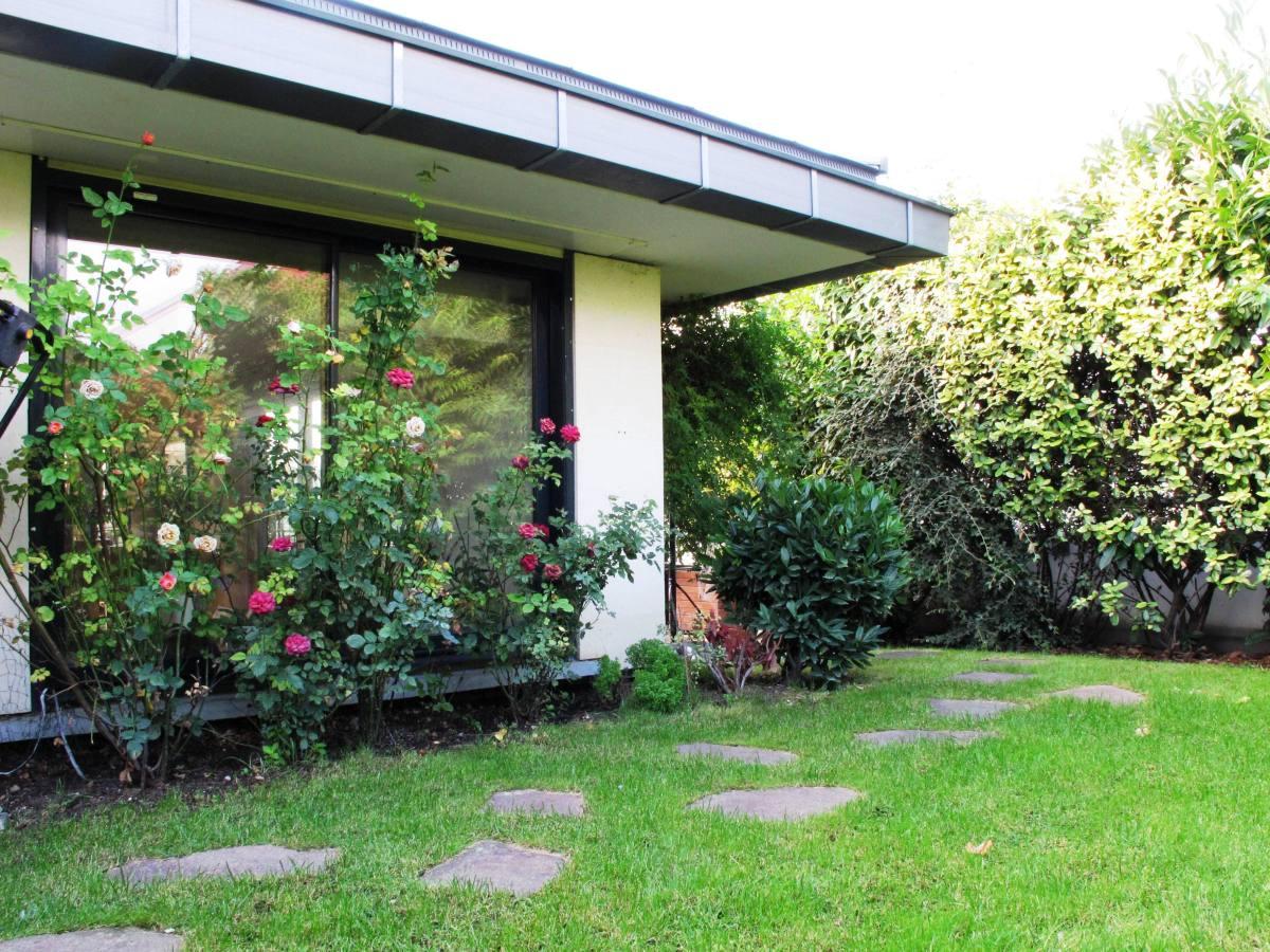 Gros plan sur votre maison sur le toit au milieu d un jardin suspendu immobilier de prestige - Jardin dans une maison poitiers ...